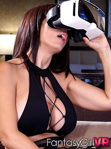 Catalina Cruz playing with her juicy pussy in virtual reality
